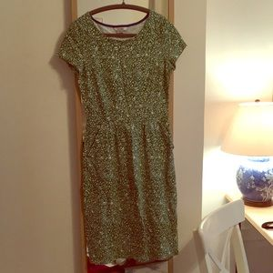 Boden floral dress with pockets! Green.